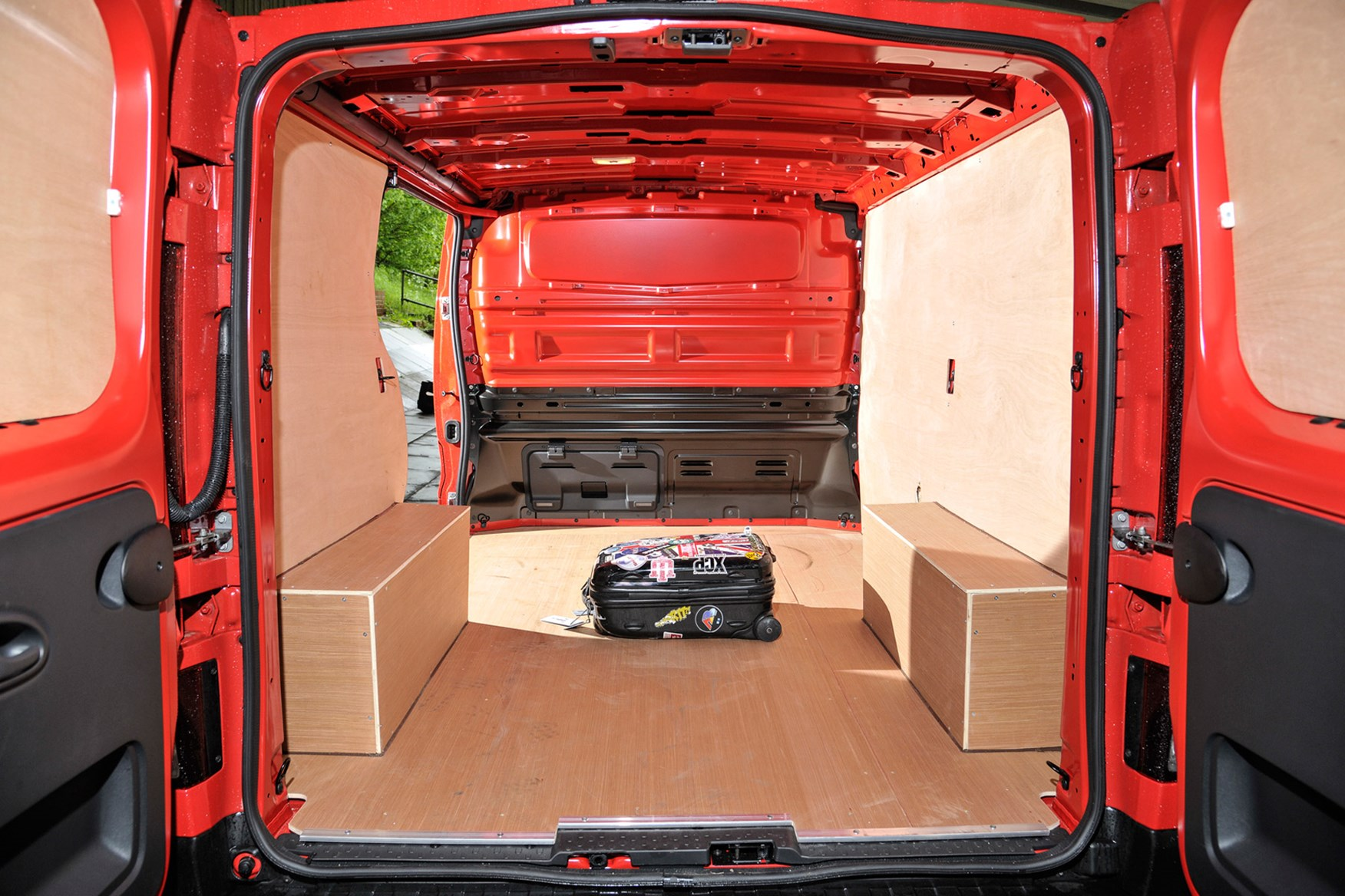 Nissan NV300 full review on Parkers Vans - load area dimensions