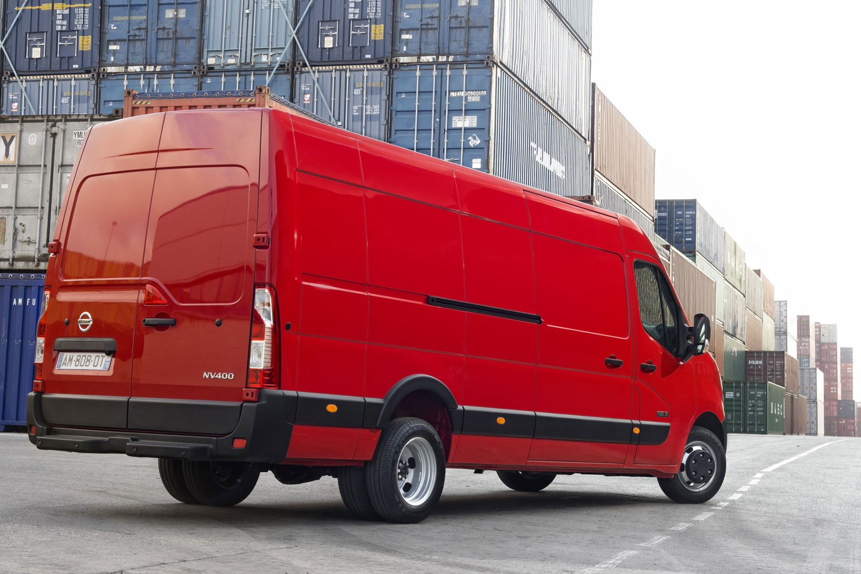Nissan NV400 review - rear view, red, massive, twin-axle RWD, 2014 model