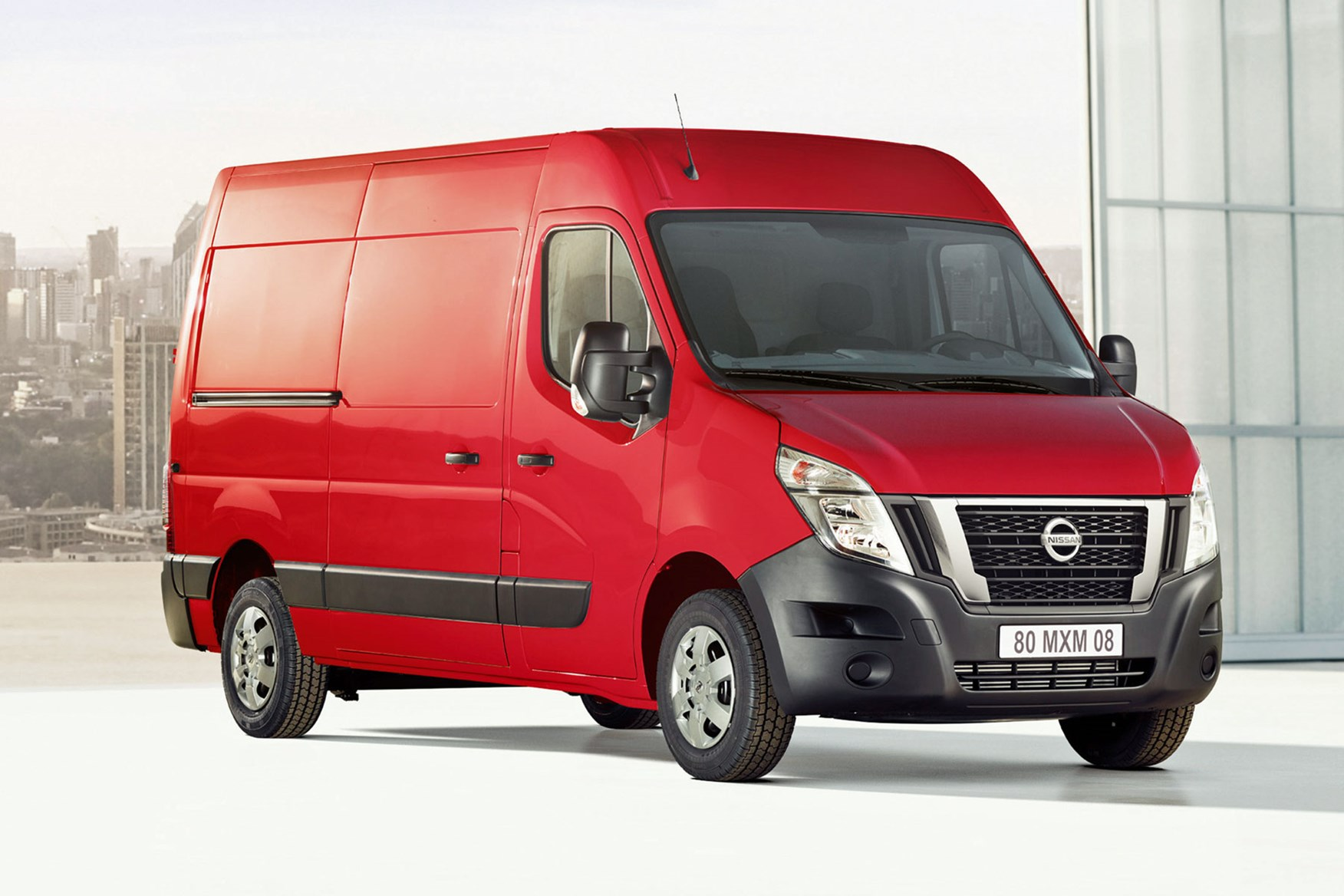 Nissan NV400 review - red, front view, 2019 model