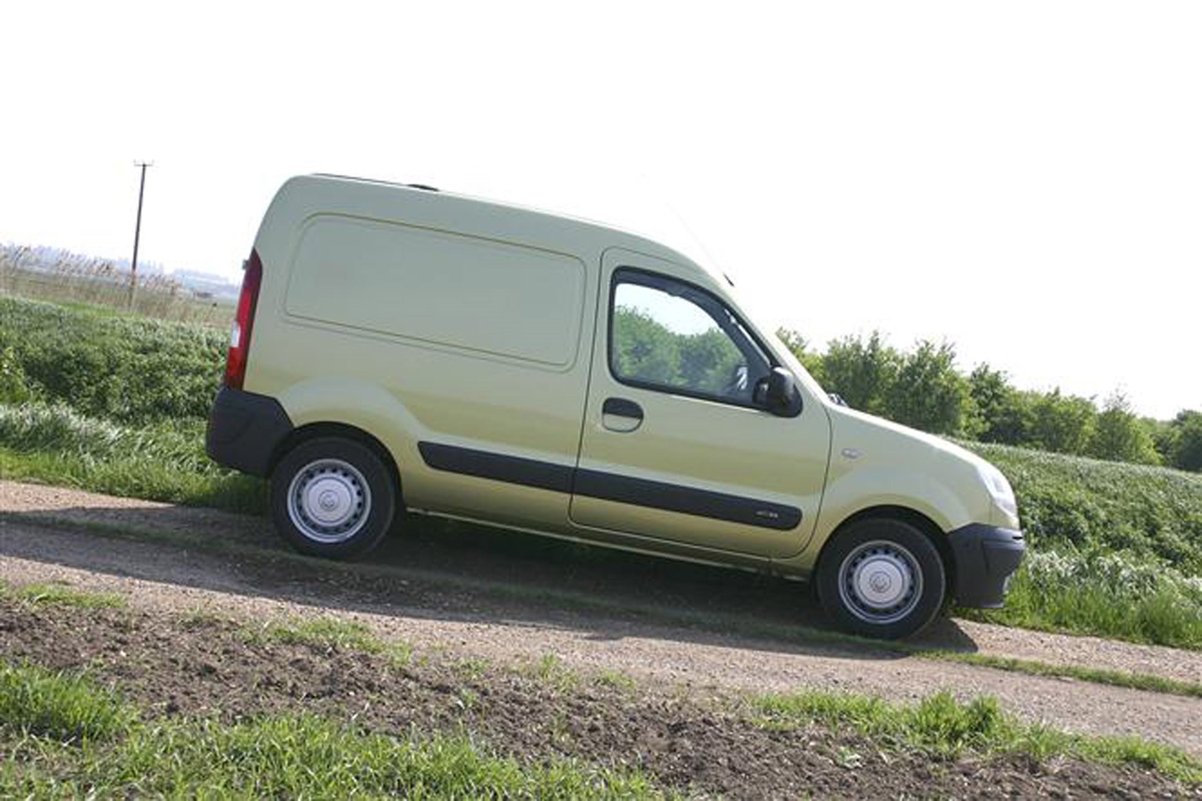 Nissan Kubistar review on Parkers Vans - on the road