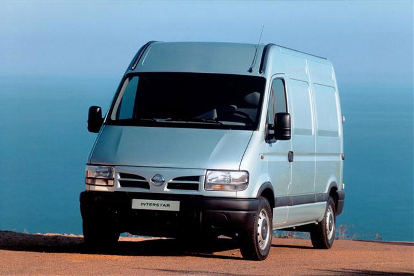 Nissan Interstar review on Parkers Vans - front exterior