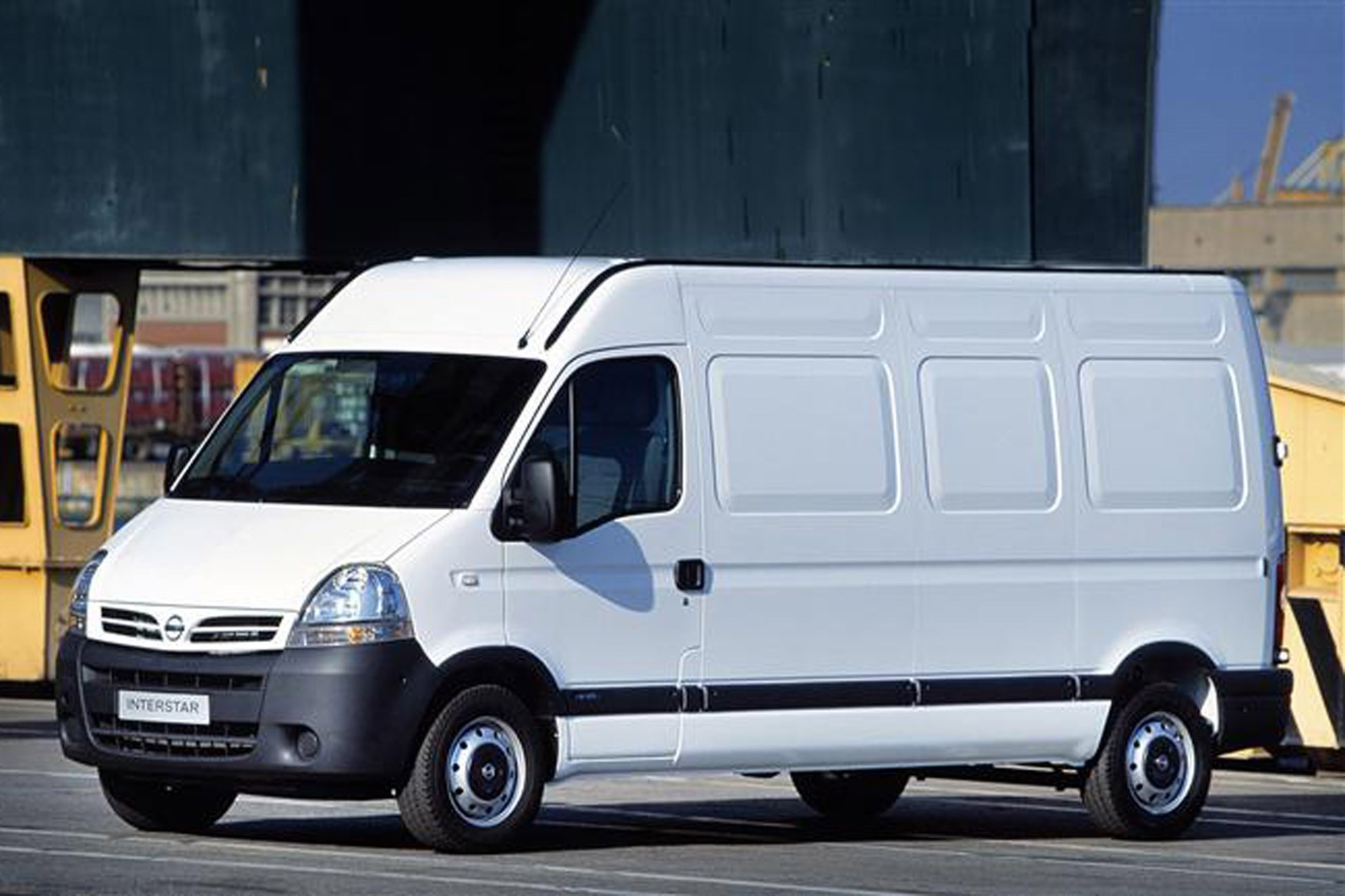 Nissan Interstar 2003-2011 review on Parkers Vans - exterior