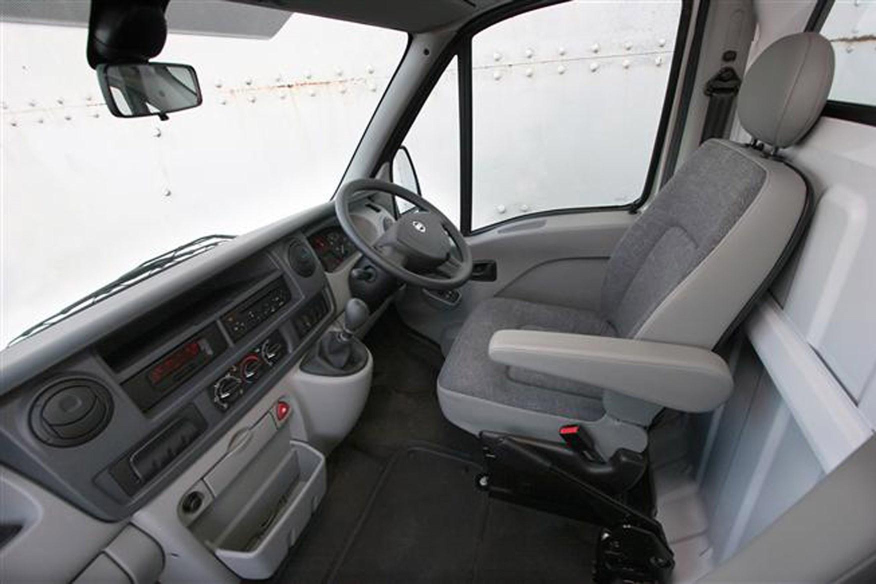 Nissan Interstar 2003-2011 review on Parkers Vans - interior, cabin