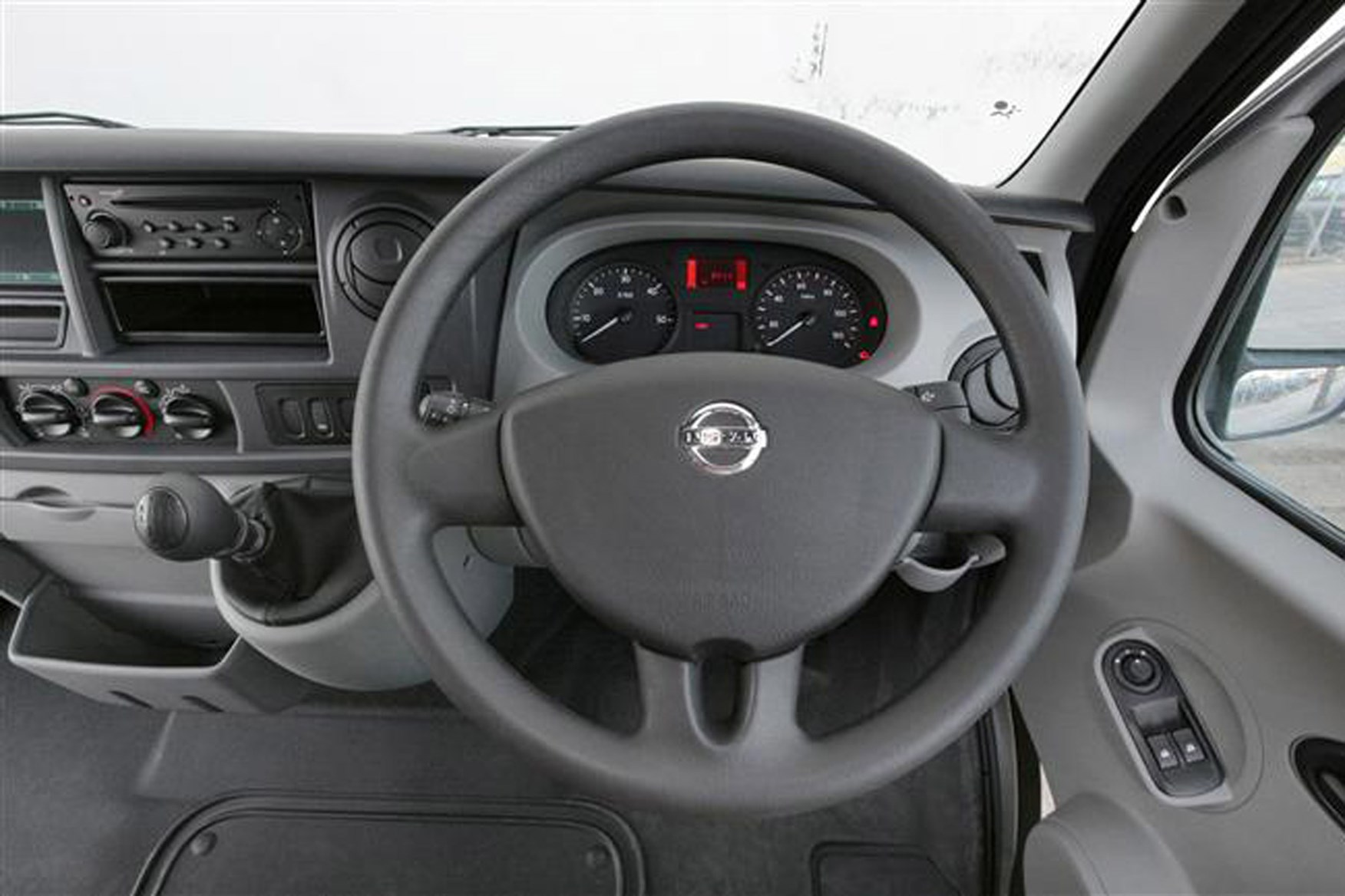 Nissan Interstar 2003-2011 review on Parkers Vans - cabin detail