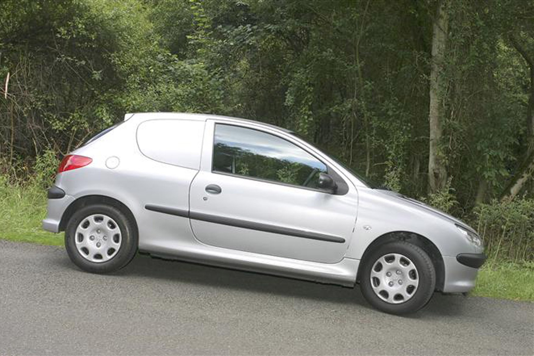 Peugeot 206 Van review on Parkers Vans - side exterior