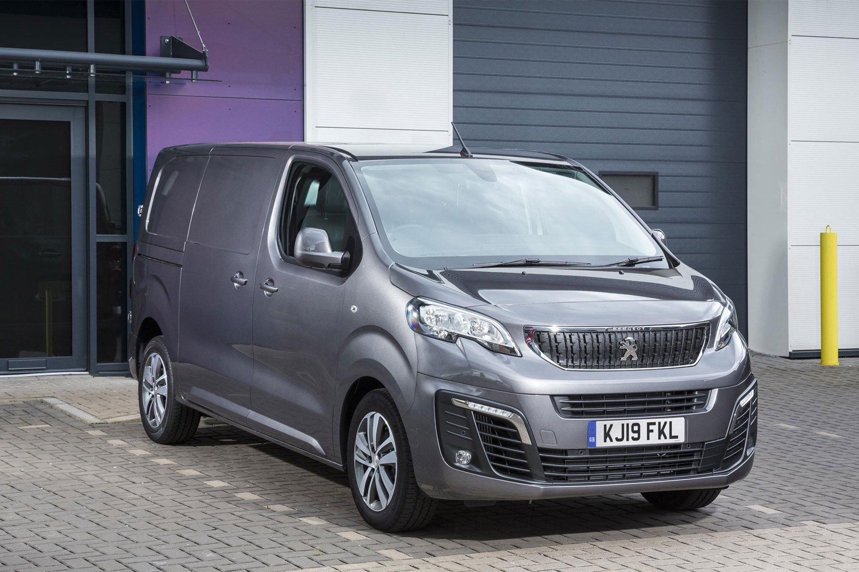Peugeot Expert review - front view, grey