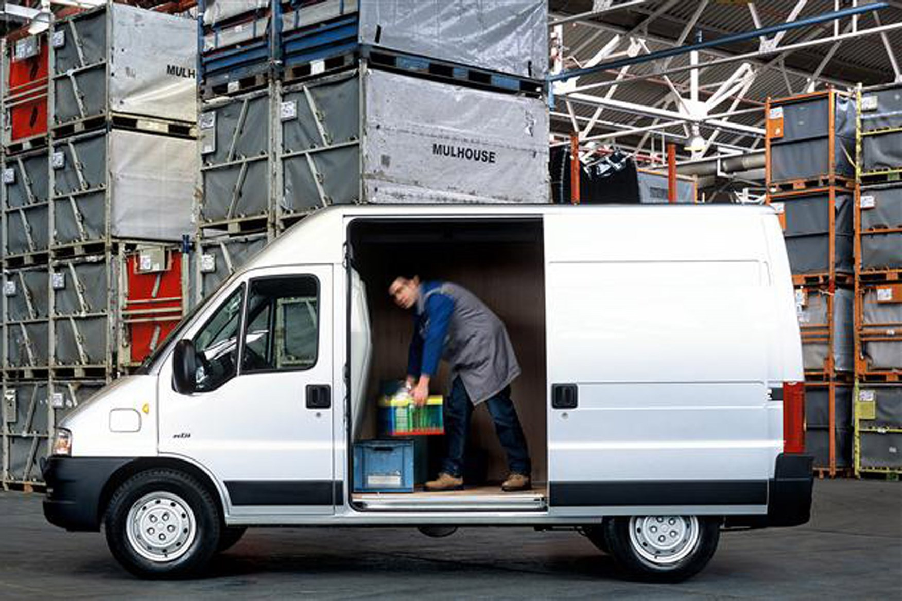 Peugeot Boxer review on Parkers Vans - load area access
