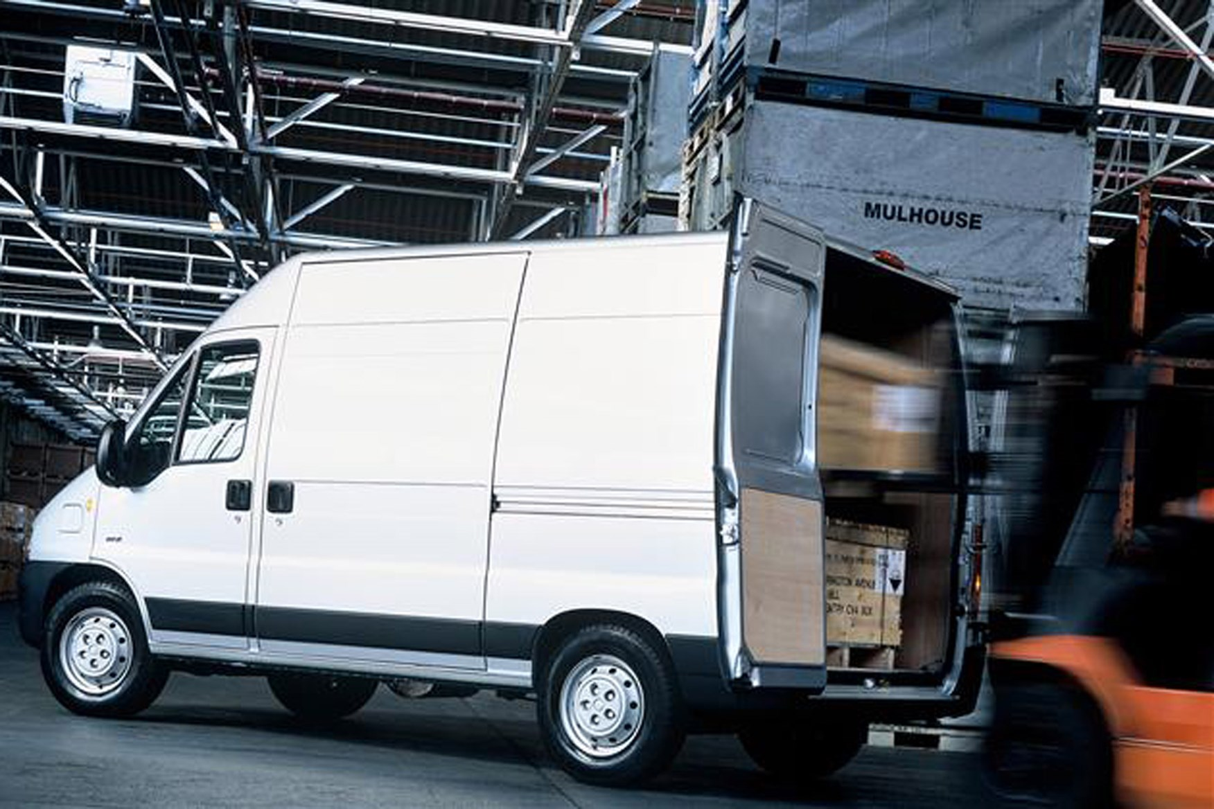 Peugeot Boxer review on Parkers Vans - load area dimensions