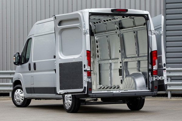 Peugeot Boxer Van Dimensions 2006 On Capacity Payload Volume Towing Parkers
