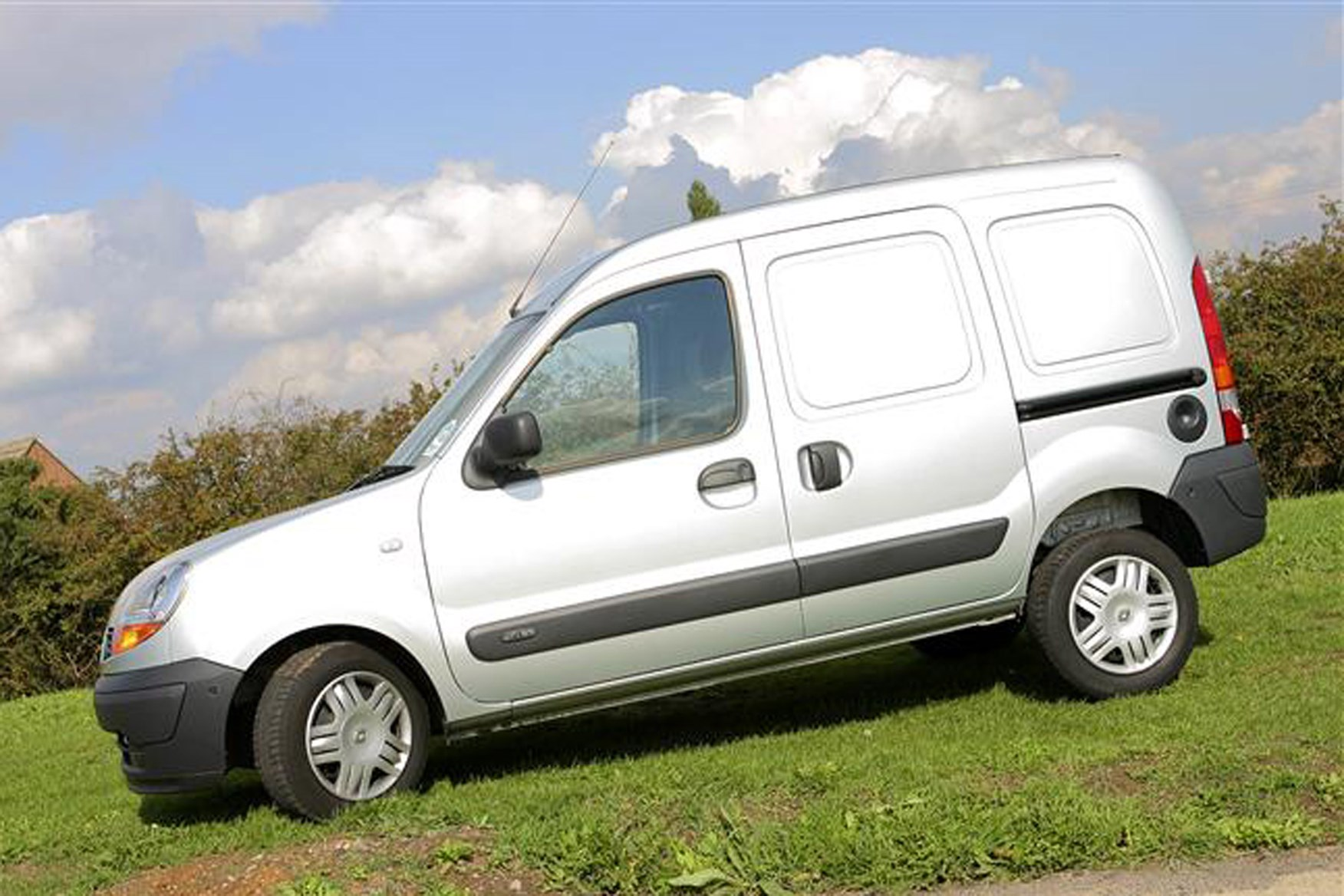 Renault Kangoo review on Parkers Vans - side exterior