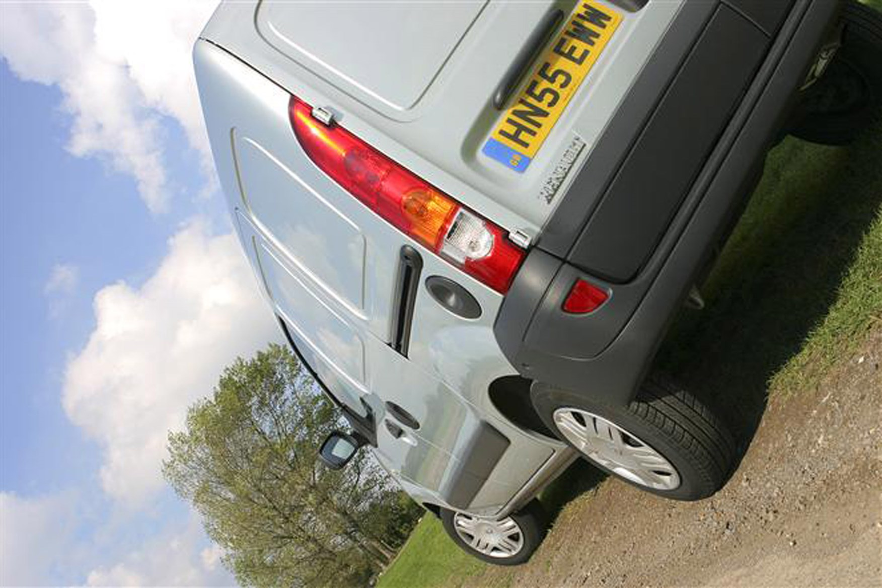 Renault Kangoo review on Parkers Vans - rear exterior