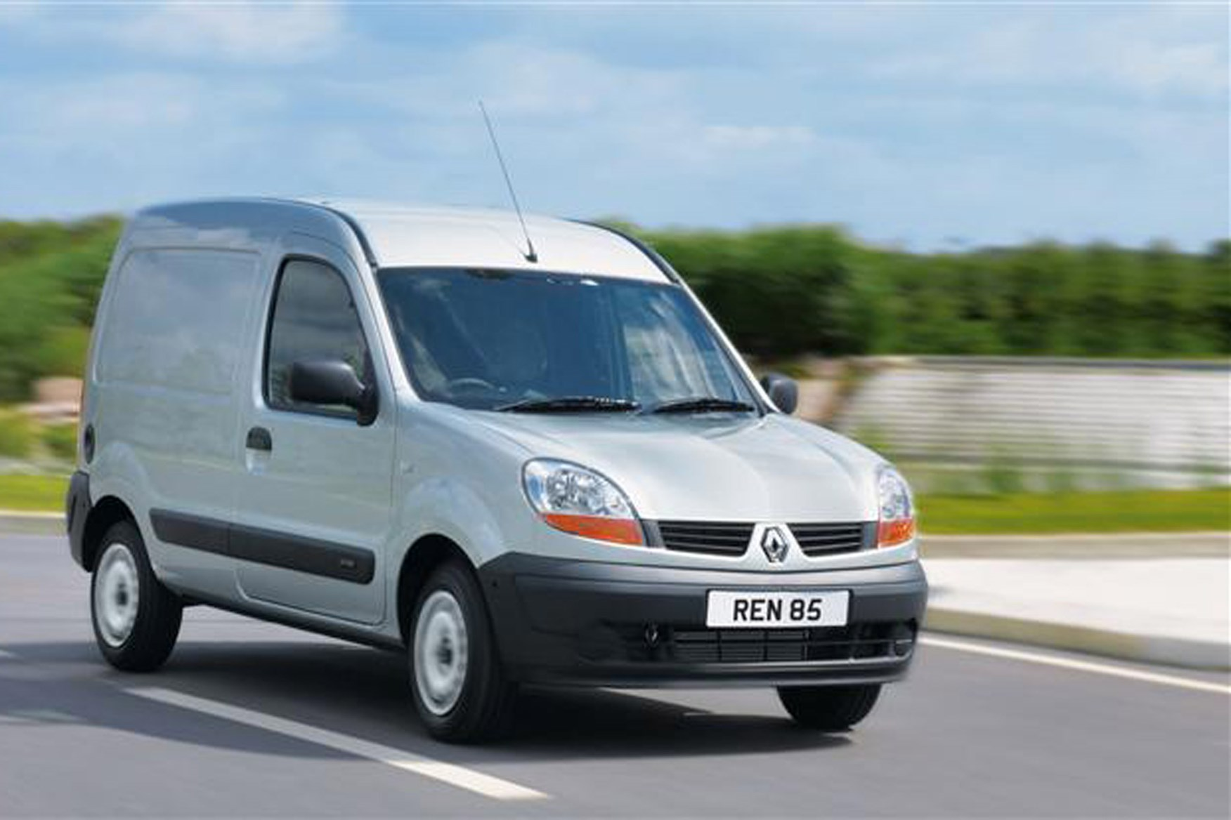 Renault Kangoo review on Parkers Vans - on the road