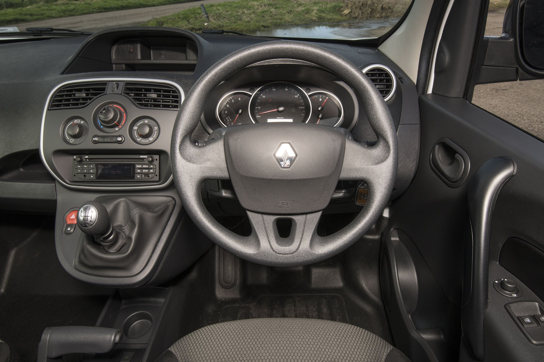 Renault Kangoo van review - steering wheel, instrument cluster, gearbox