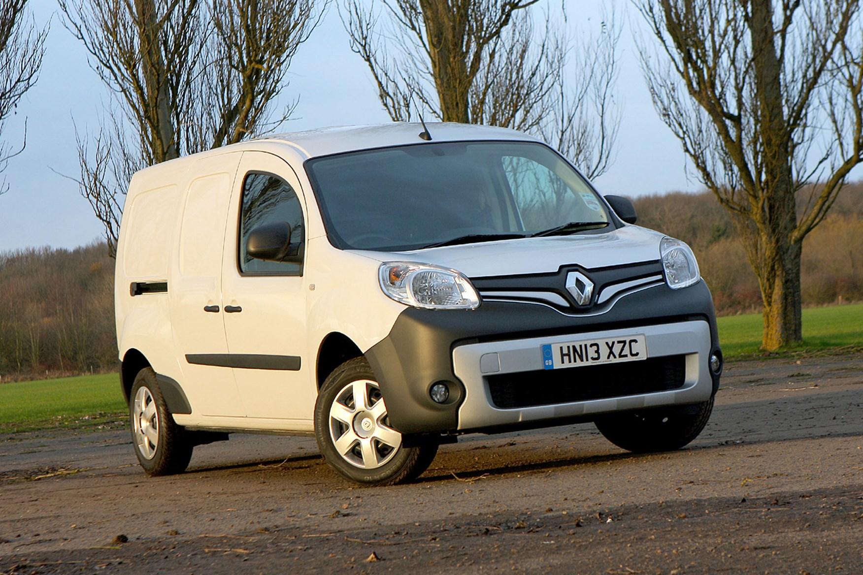 Renault Kangoo Maxi Sport review - front view, white