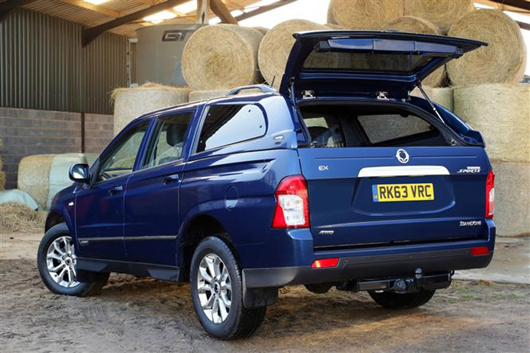 SsangYong Korando Sports review on Parkers Vans - load area access