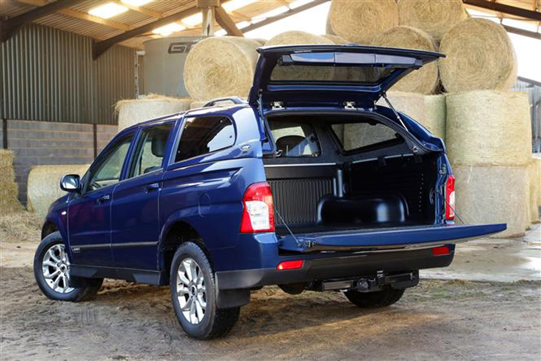 SsangYong Korando Sports review on Parkers Vans - load area capacity