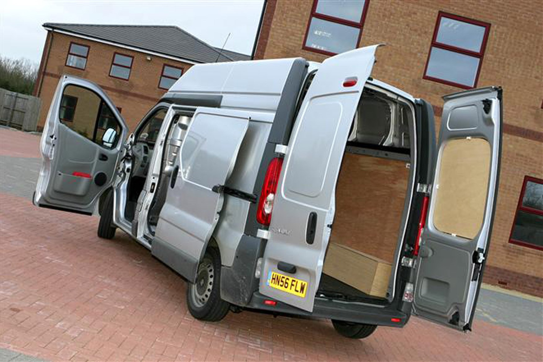 Renault Trafic 2001-2014 review on Parkers Vans - load area