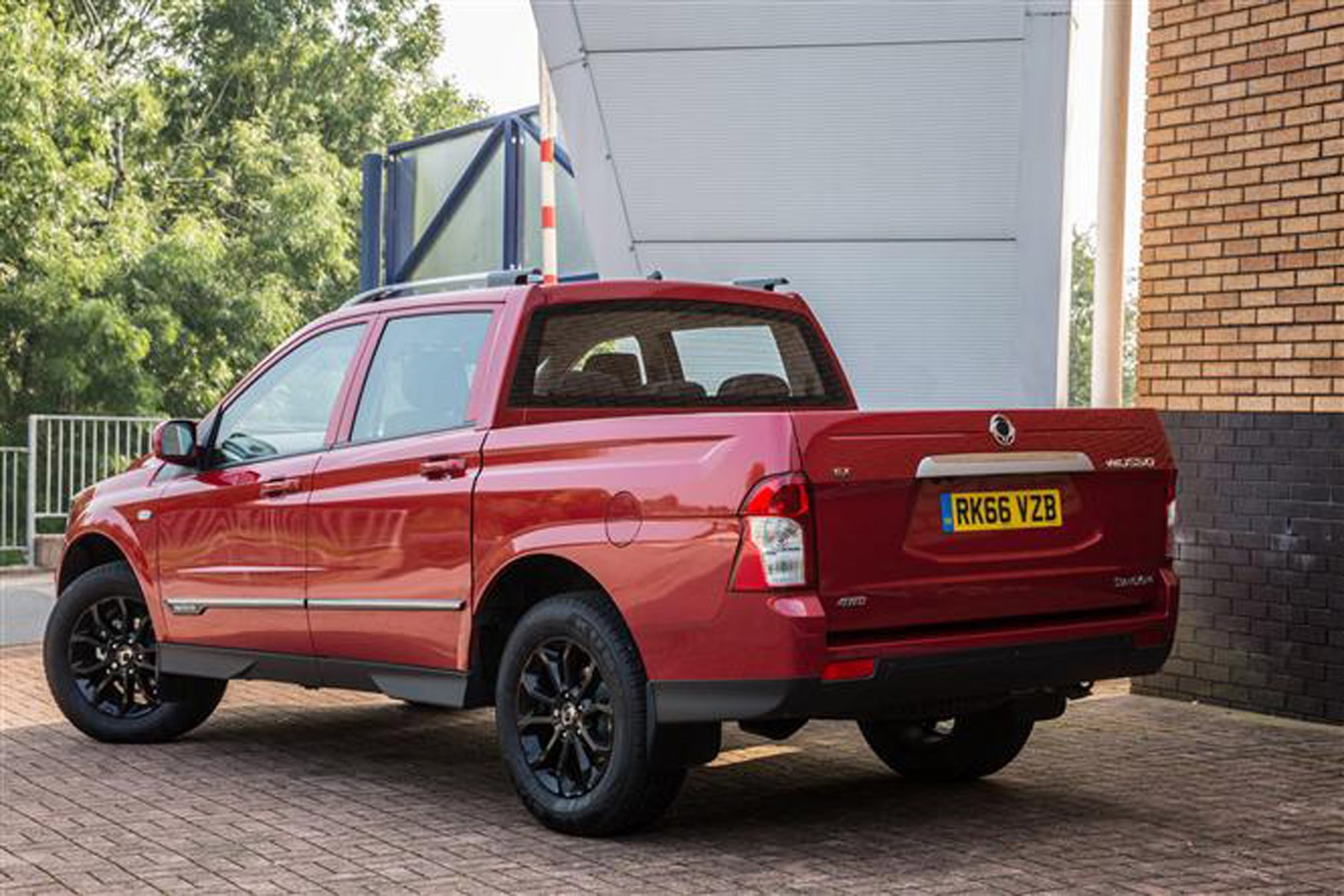 SsangYong Musso full review on Parkers Vans - load area