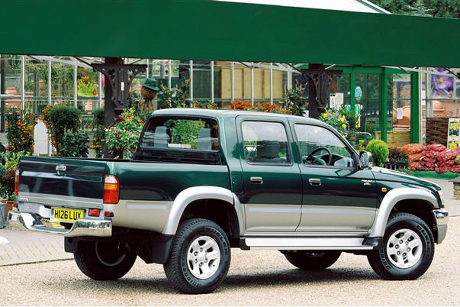 toyota hilux pickup review 1976 2005 parkers. Black Bedroom Furniture Sets. Home Design Ideas