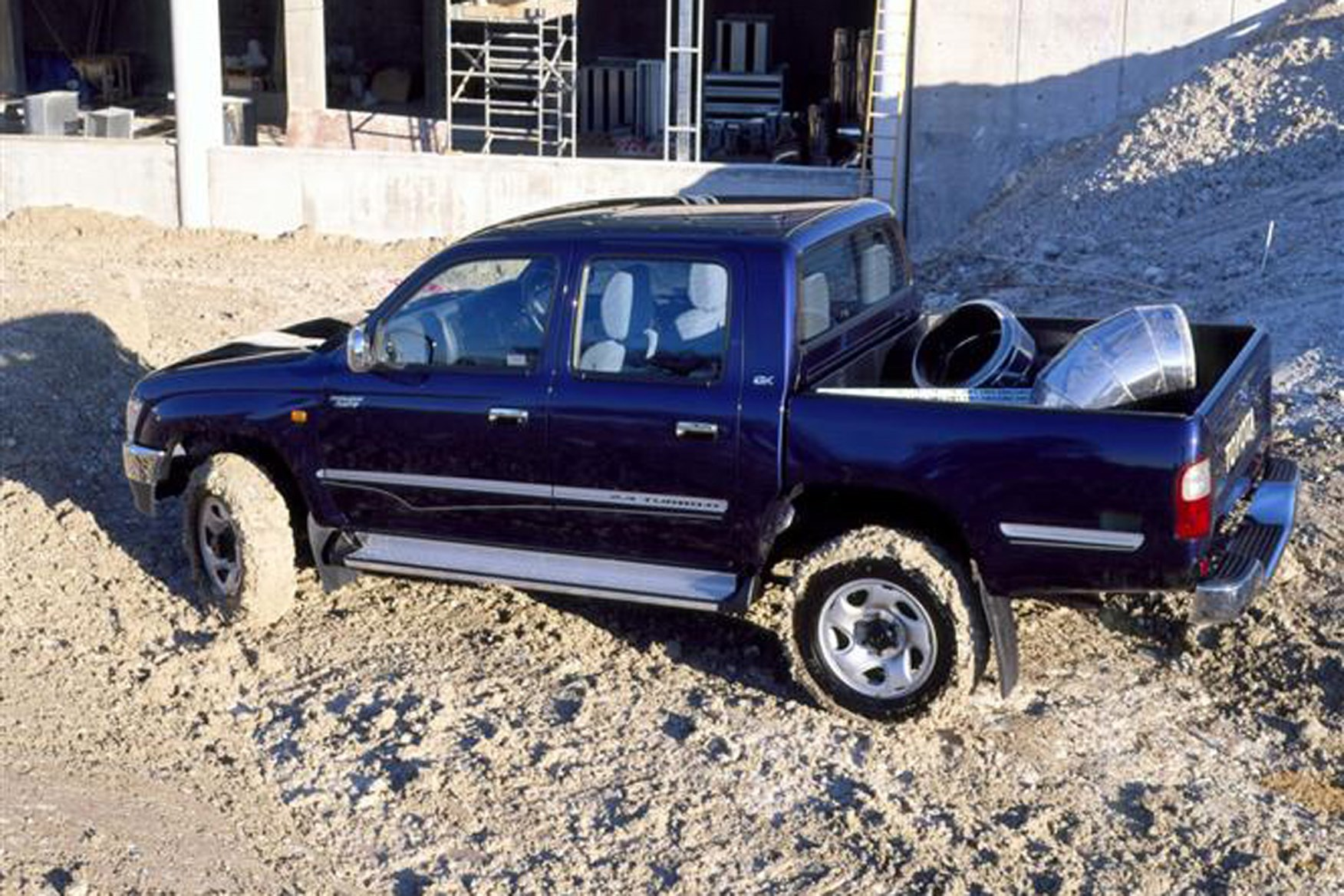 Toyota Hilux review on Parkers Vans - off-road capabilities