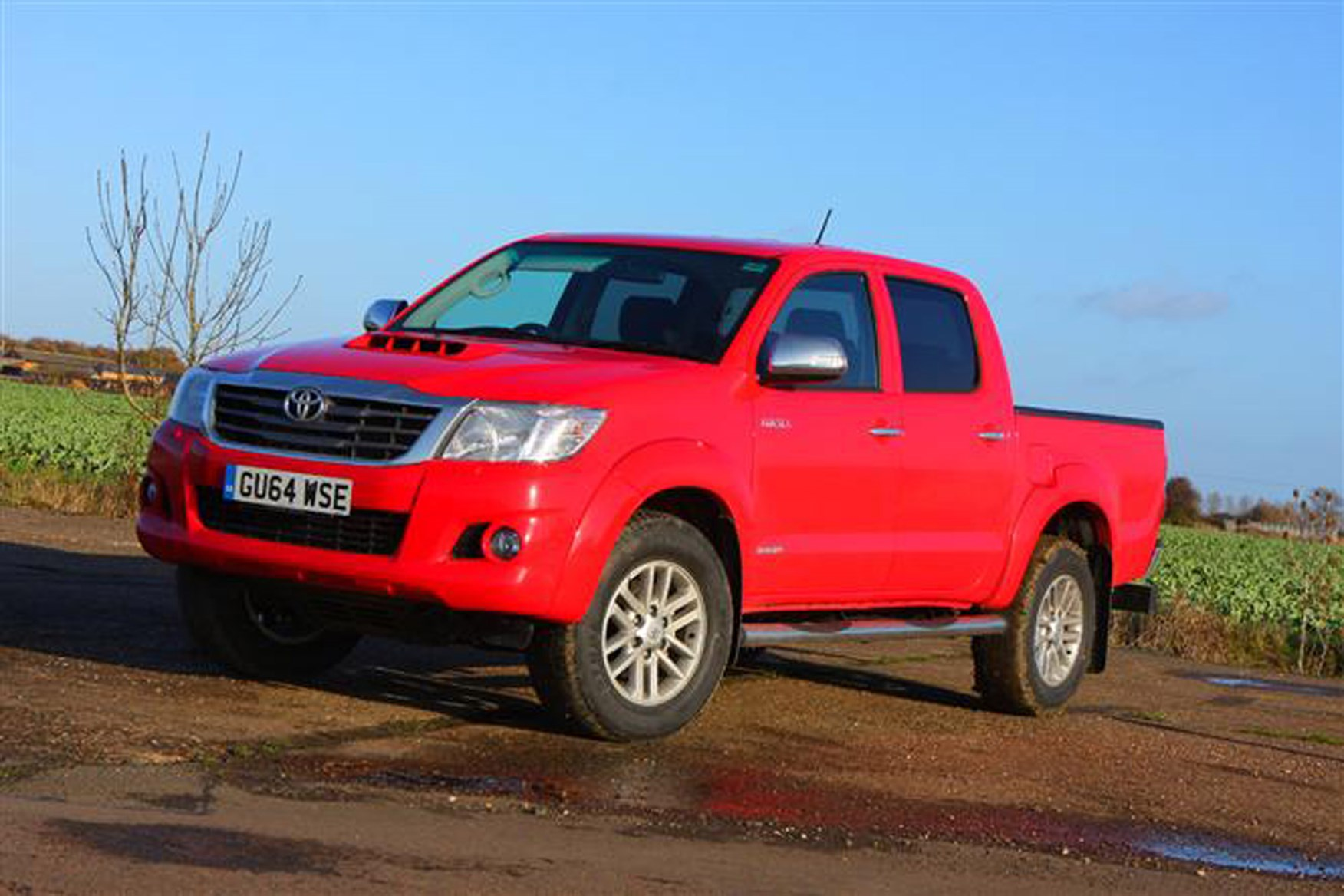 Toyota Hilux review on Parkers Vans - exterior