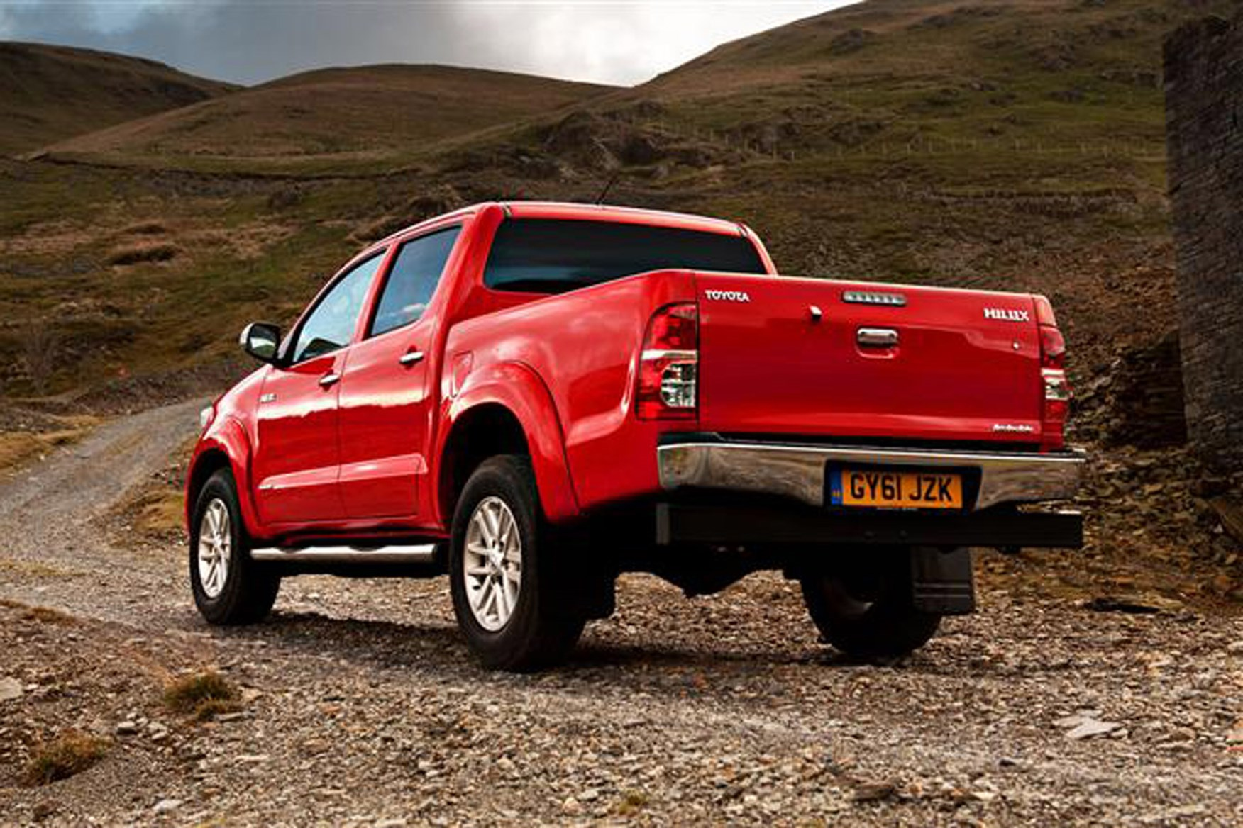 Toyota Hilux review on Parkers Vans - rear exterior