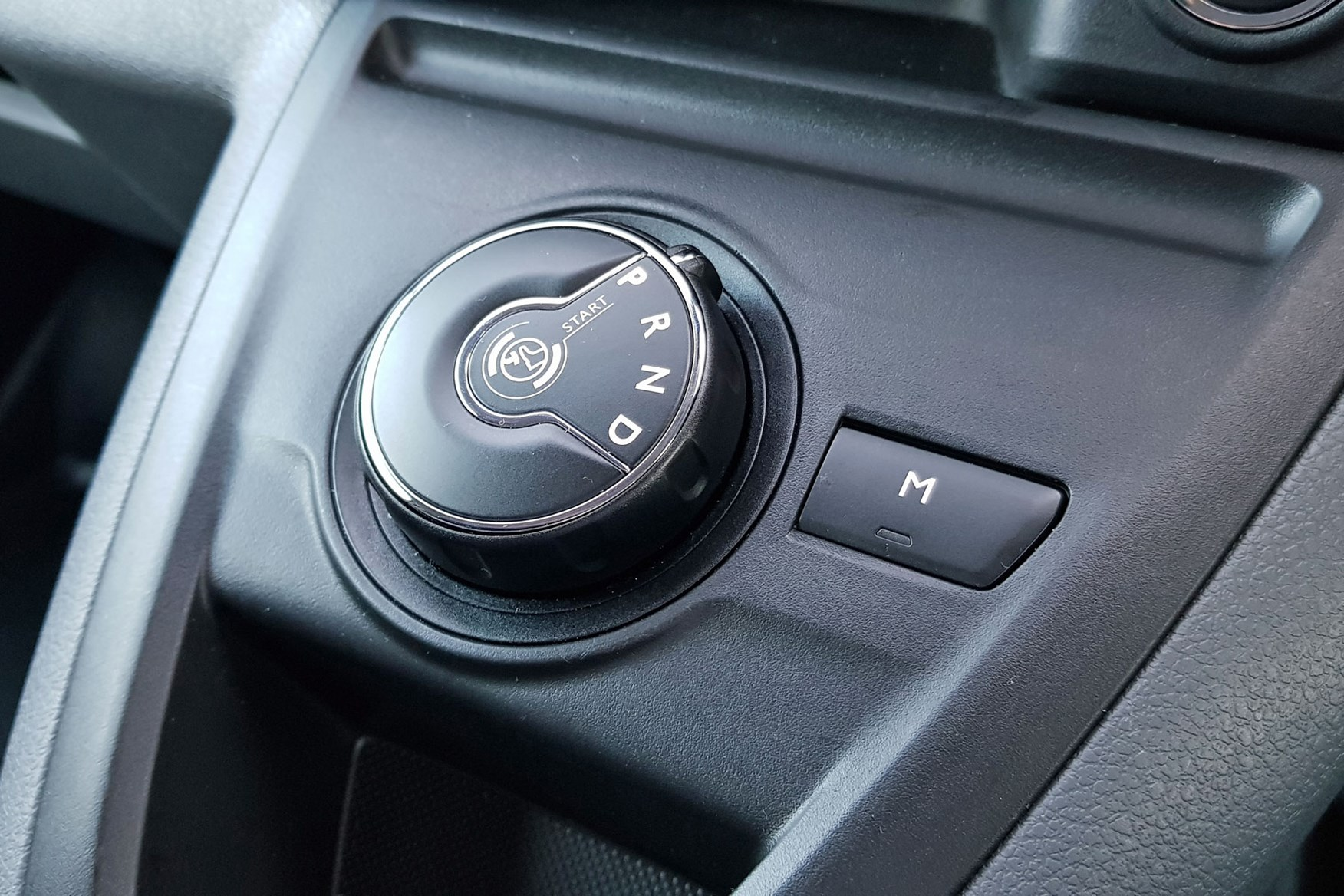Toyota Proace automatic review - automatic gear selector dial, 2019