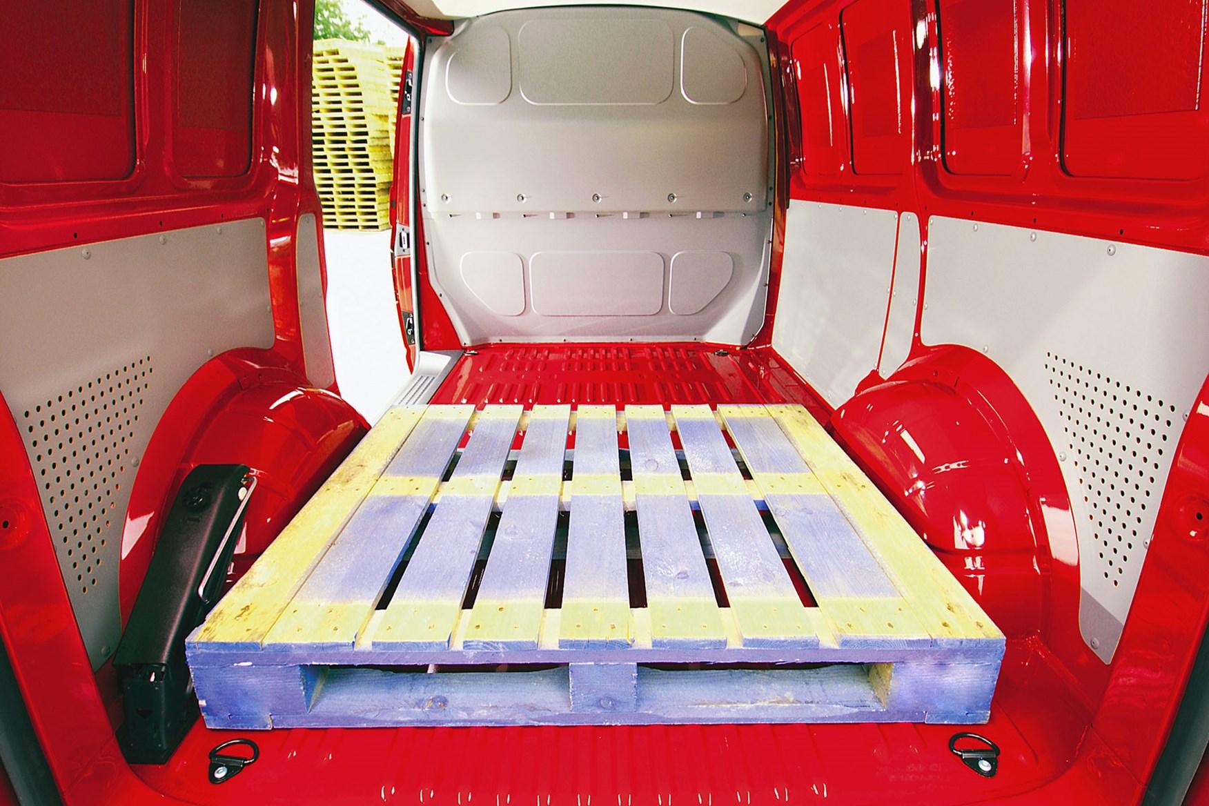 VW Transporter T5 (2003-2010) rear load space