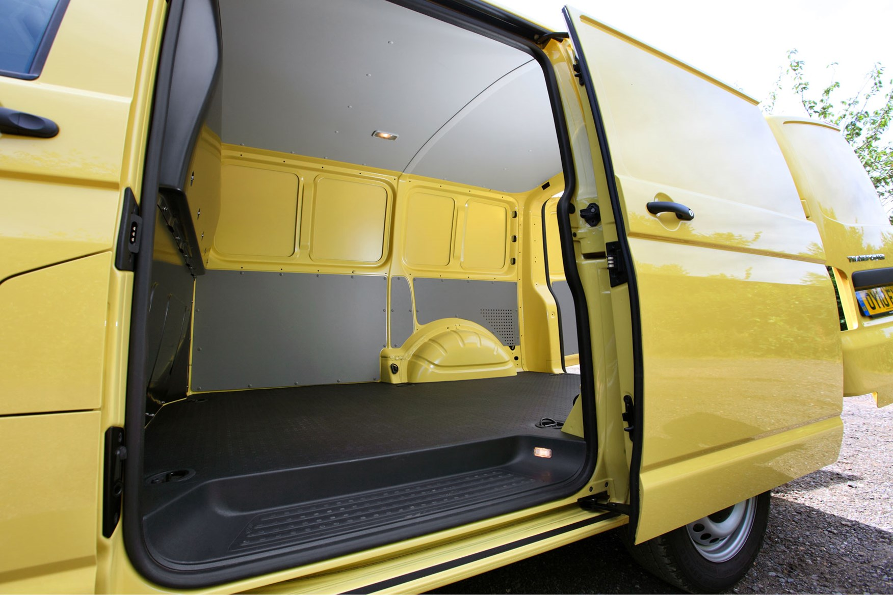 VW Transporter T5 (2010-2015) side door and load area