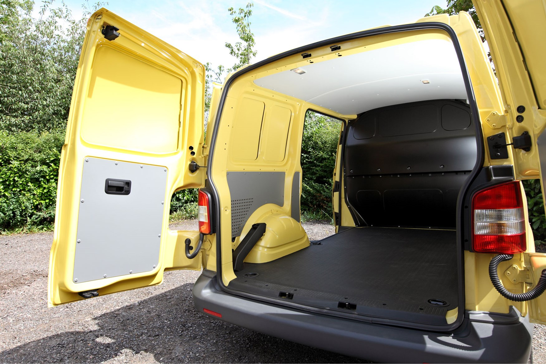 VW Transporter T5 (2010-2015) payload and load area