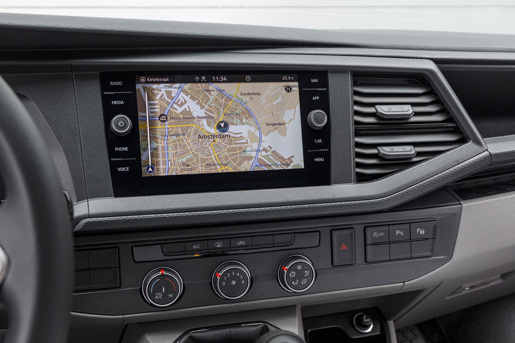 VW Transporter review - T6.1 2019 facelift, MIB3 infotainment system with 9.2-inch touchscreen