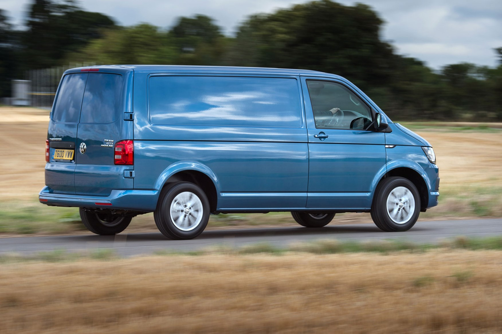 VW Transporter (2015-on) driving