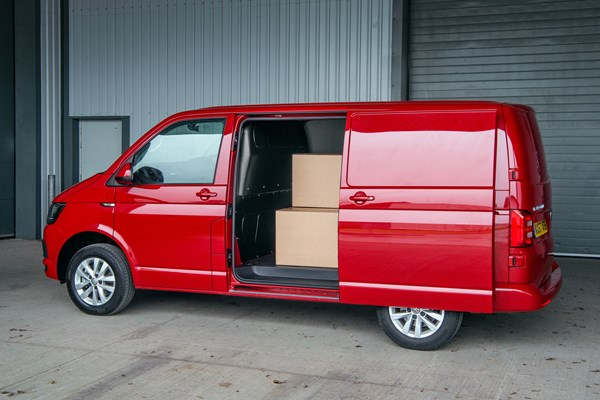 volkswagen transporter van dimensions 2015 on capacity payload volume towing parkers. Black Bedroom Furniture Sets. Home Design Ideas