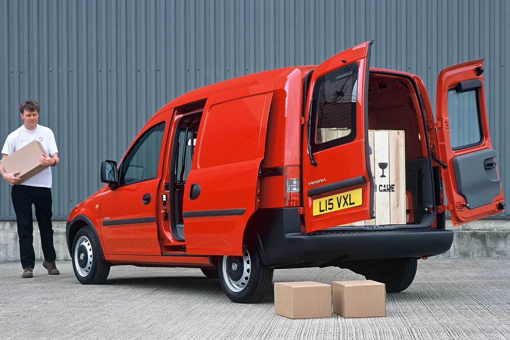 Vauxhall Combo review on Parkers Vans - load area dimensions