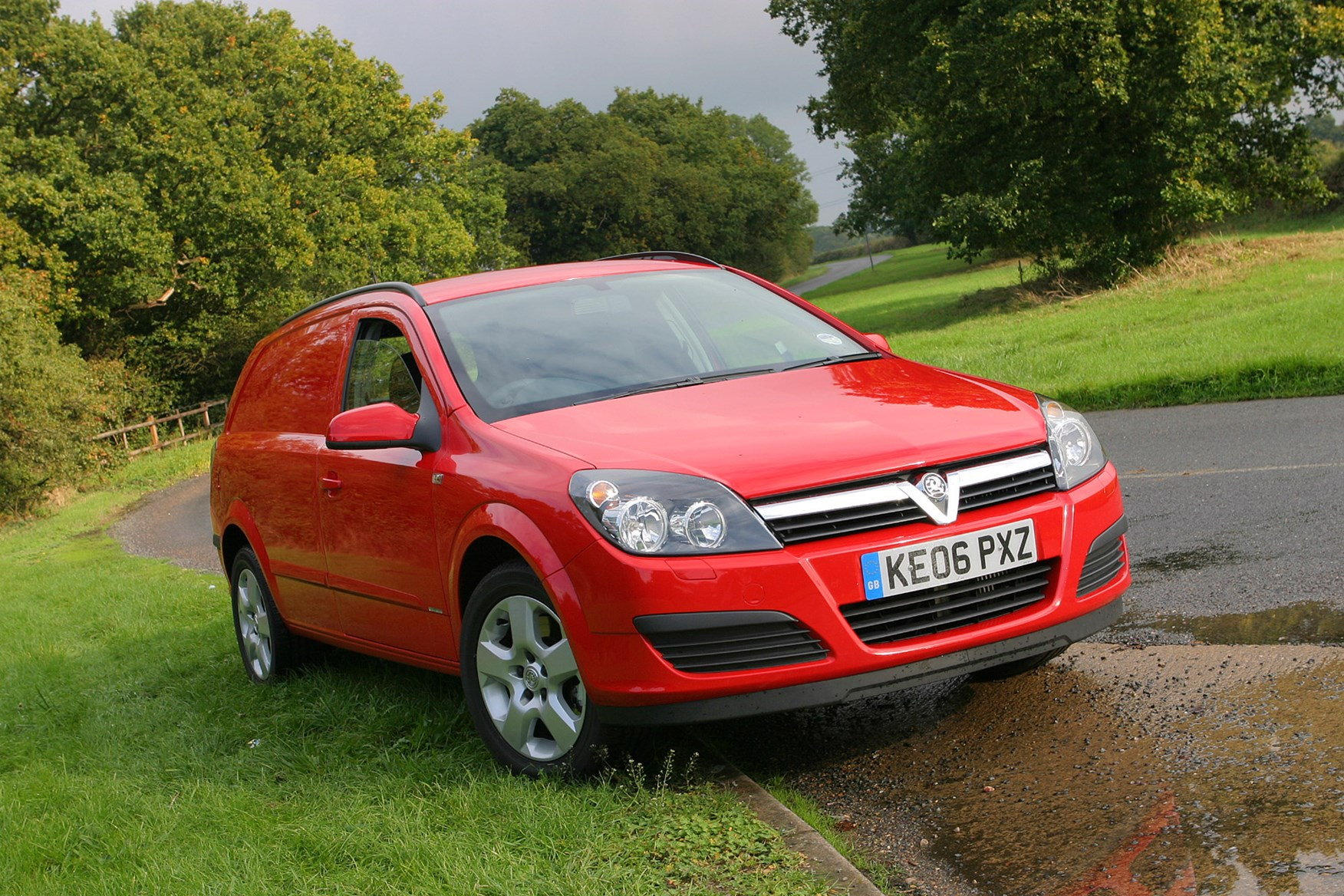 Vauxhall Astra review on Parkers Vans - front