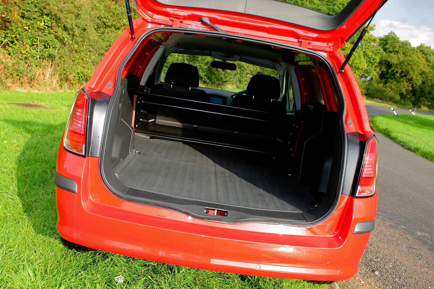Vauxhall Astra review on Parkers Vans -  load area
