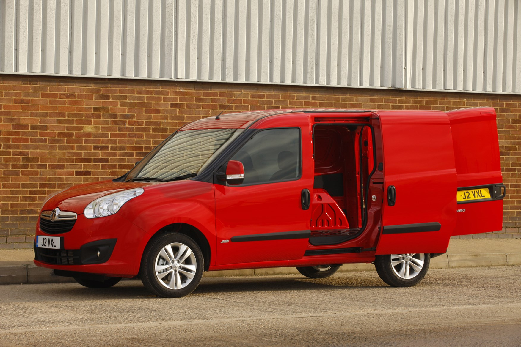 Vauxhall Combo full review on Parkers Vans - load area