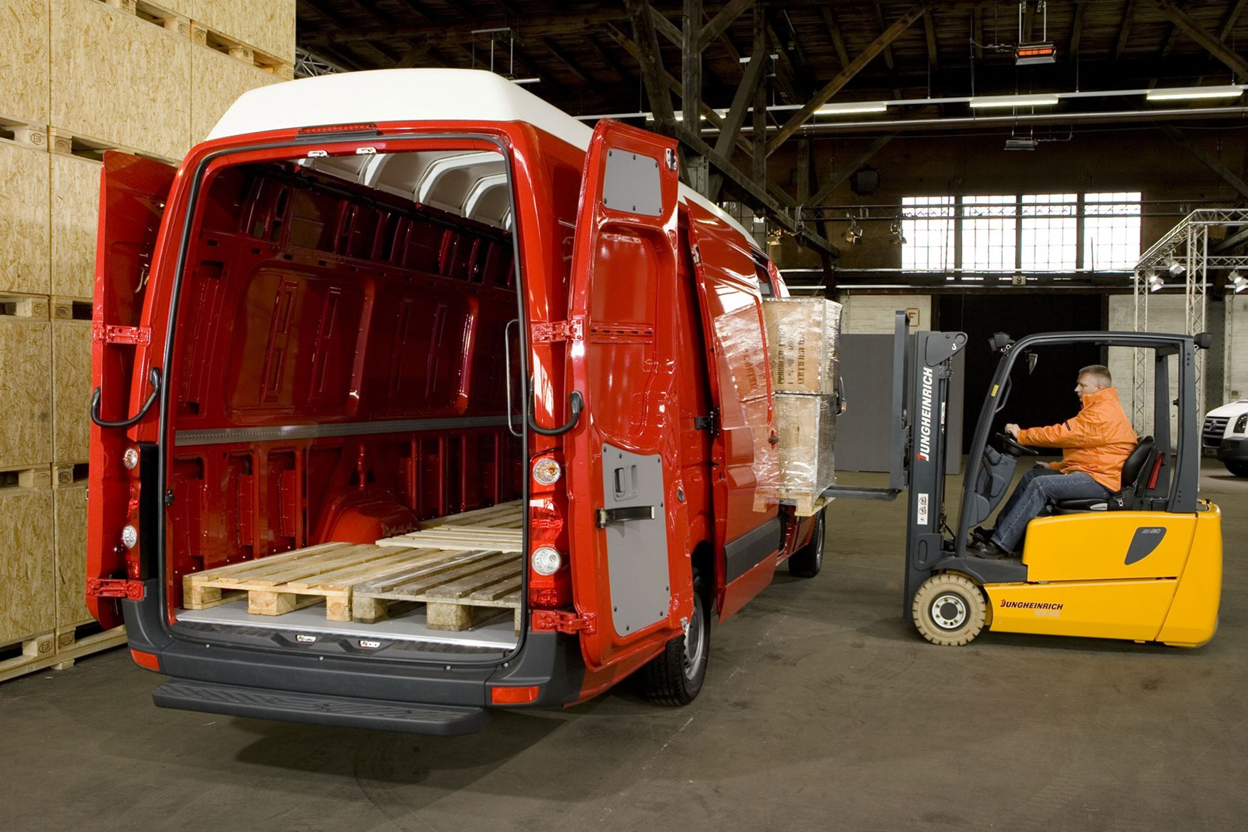 VW Crafter (1996-2003) load area with pallets