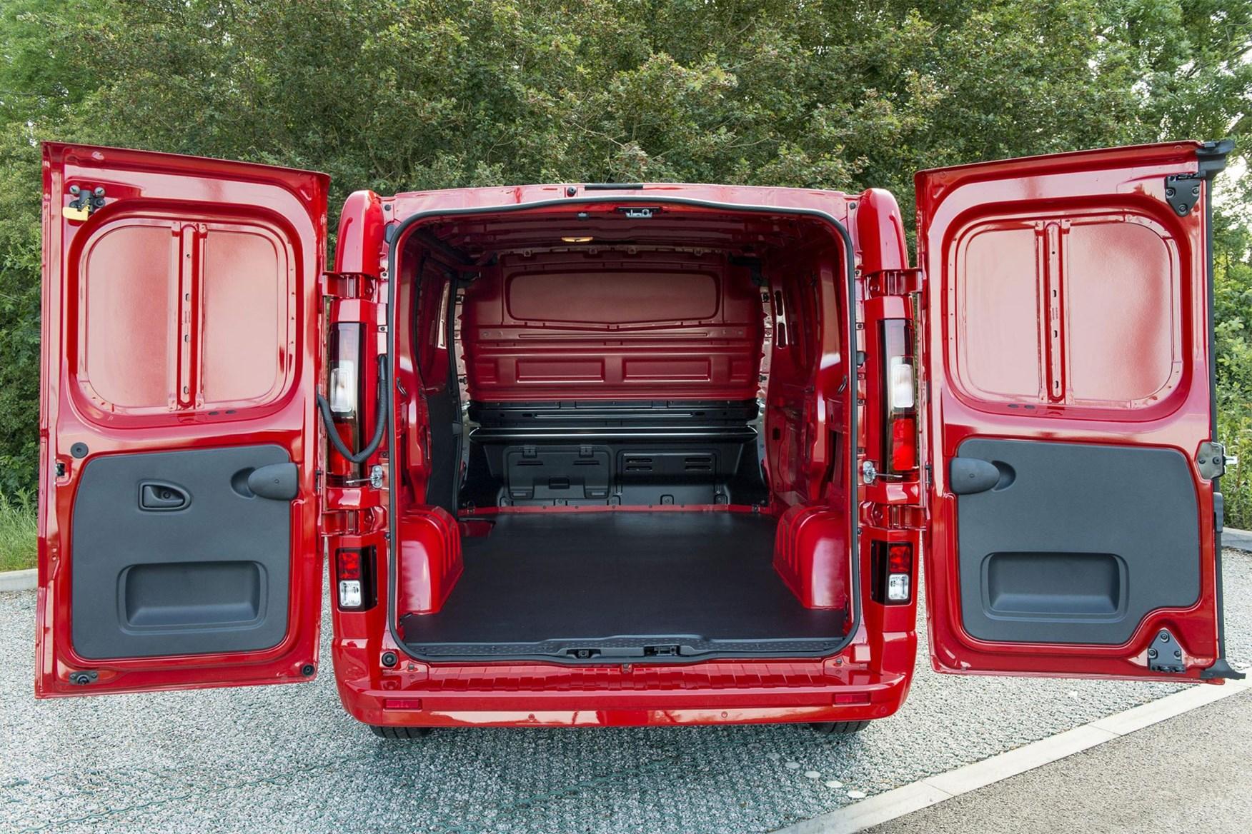 Vauxhall Vivaro dimension - load area with doors open