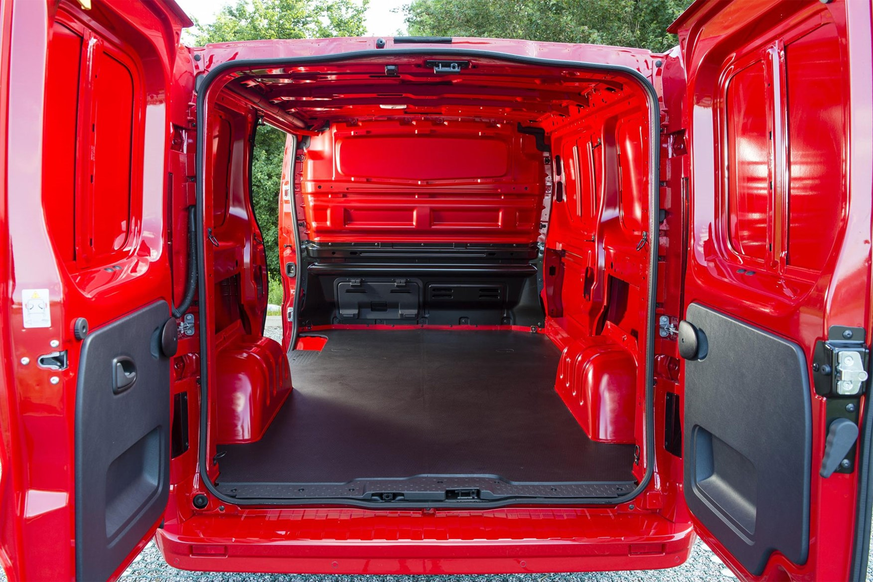 Vauxhall Vivaro dimension - load area close up