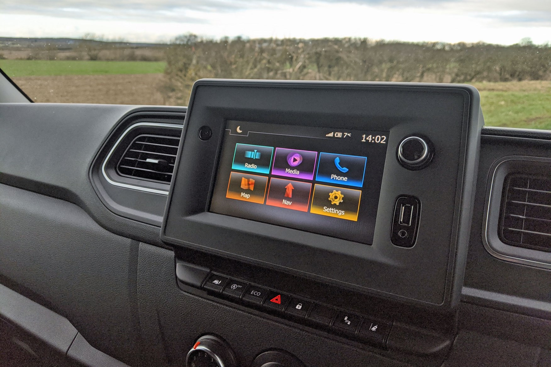 Vauxhall Movano 150hp FWD review - infotainment system, 2020