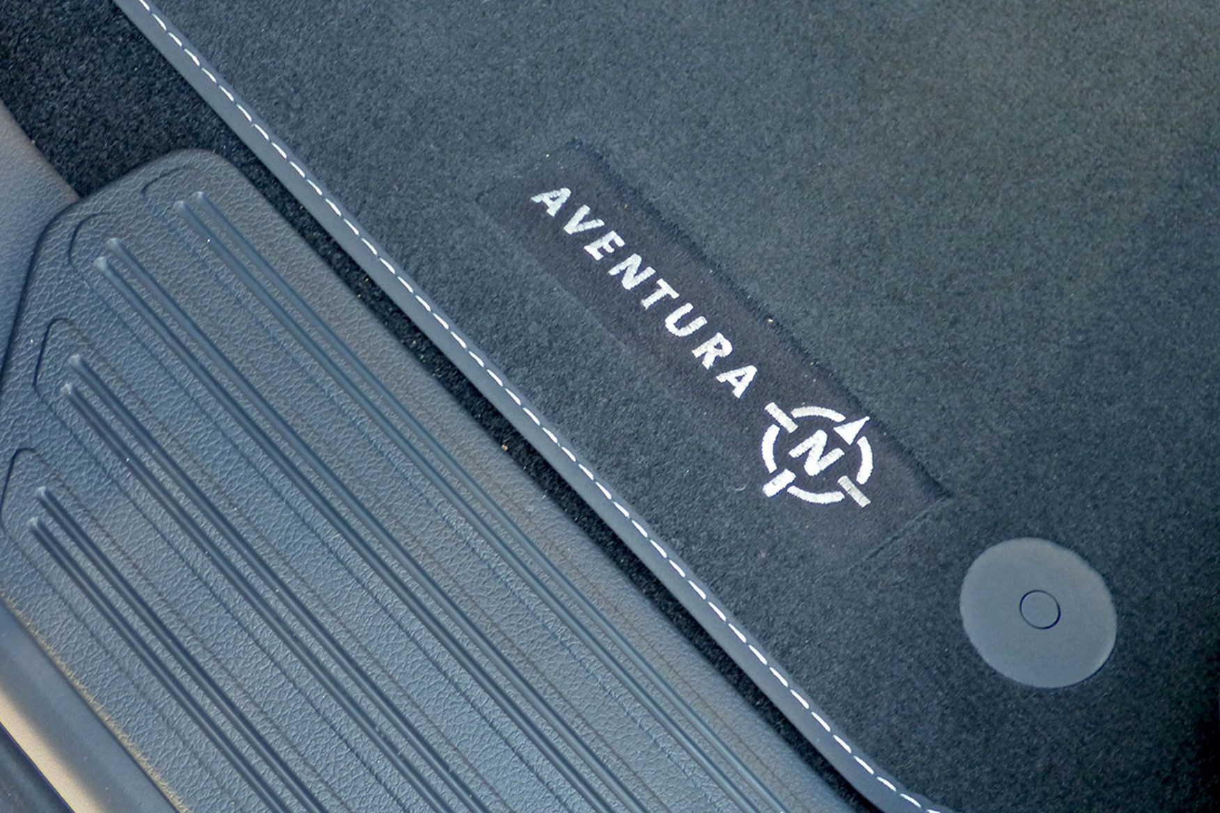 VW Amarok V6 Aventura 258hp review - bespoke floor mats