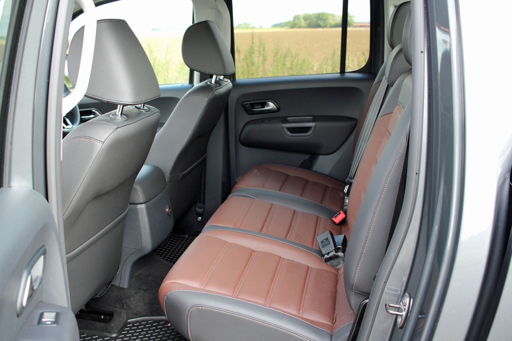 VW Amarok V6 Highline 224hp review - rear seats