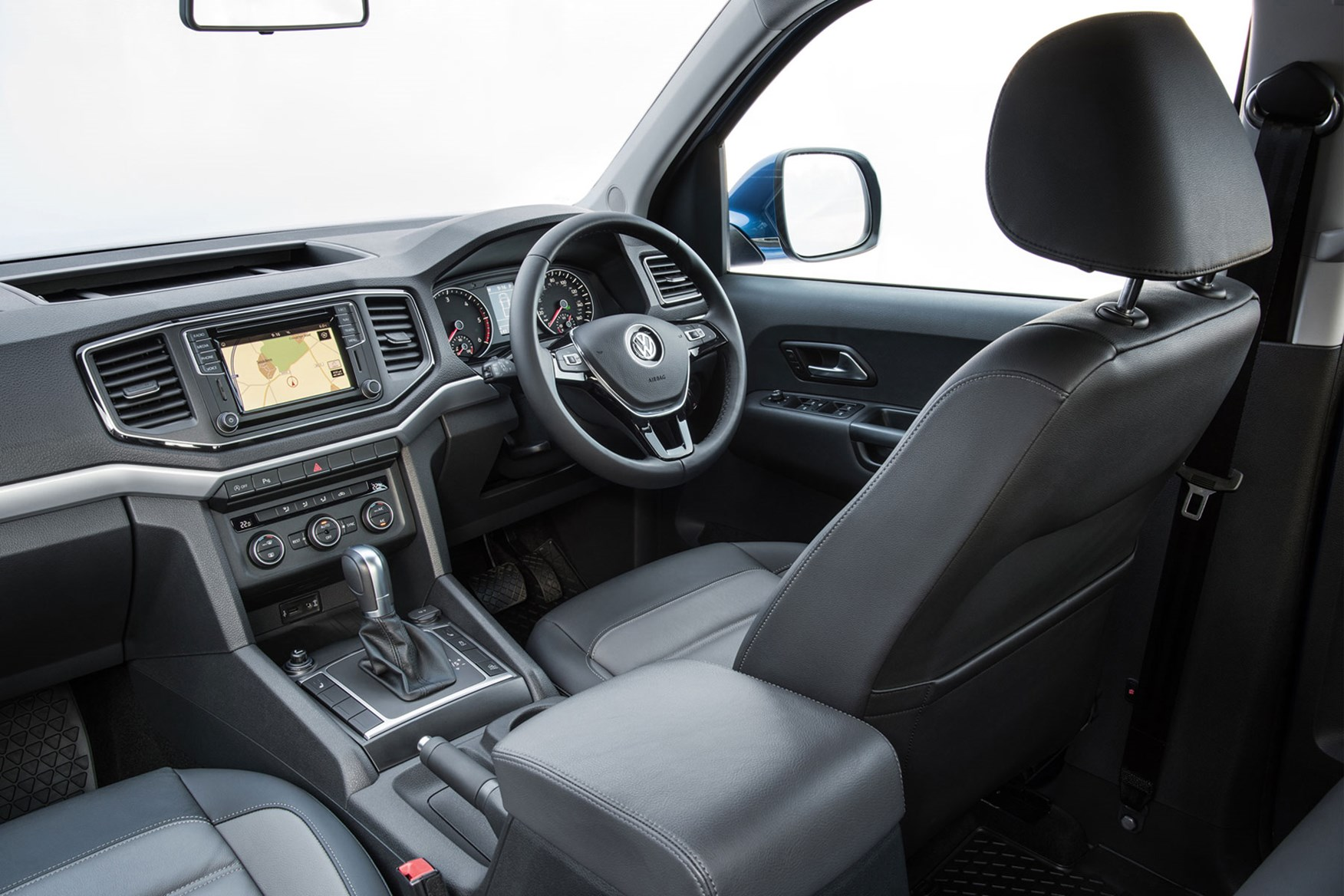 VW Amarok V6 Aventura 224hp review - cab interior