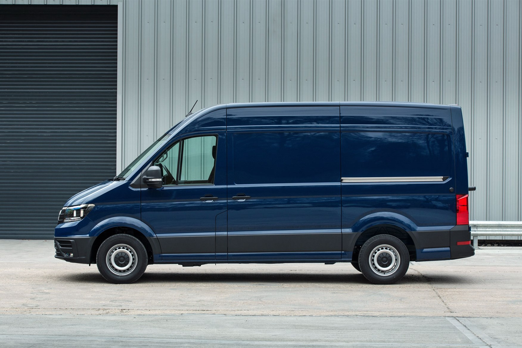 VW Crafter (2017-on) side view