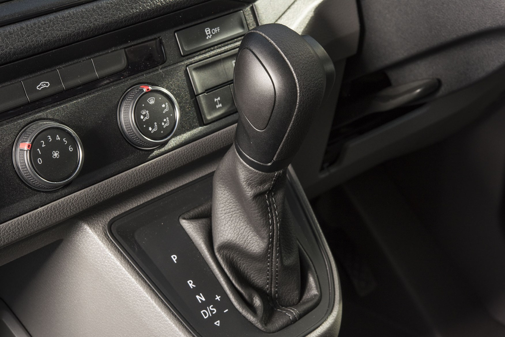VW Crafter 4Motion review - eight-speed automatic gear selector
