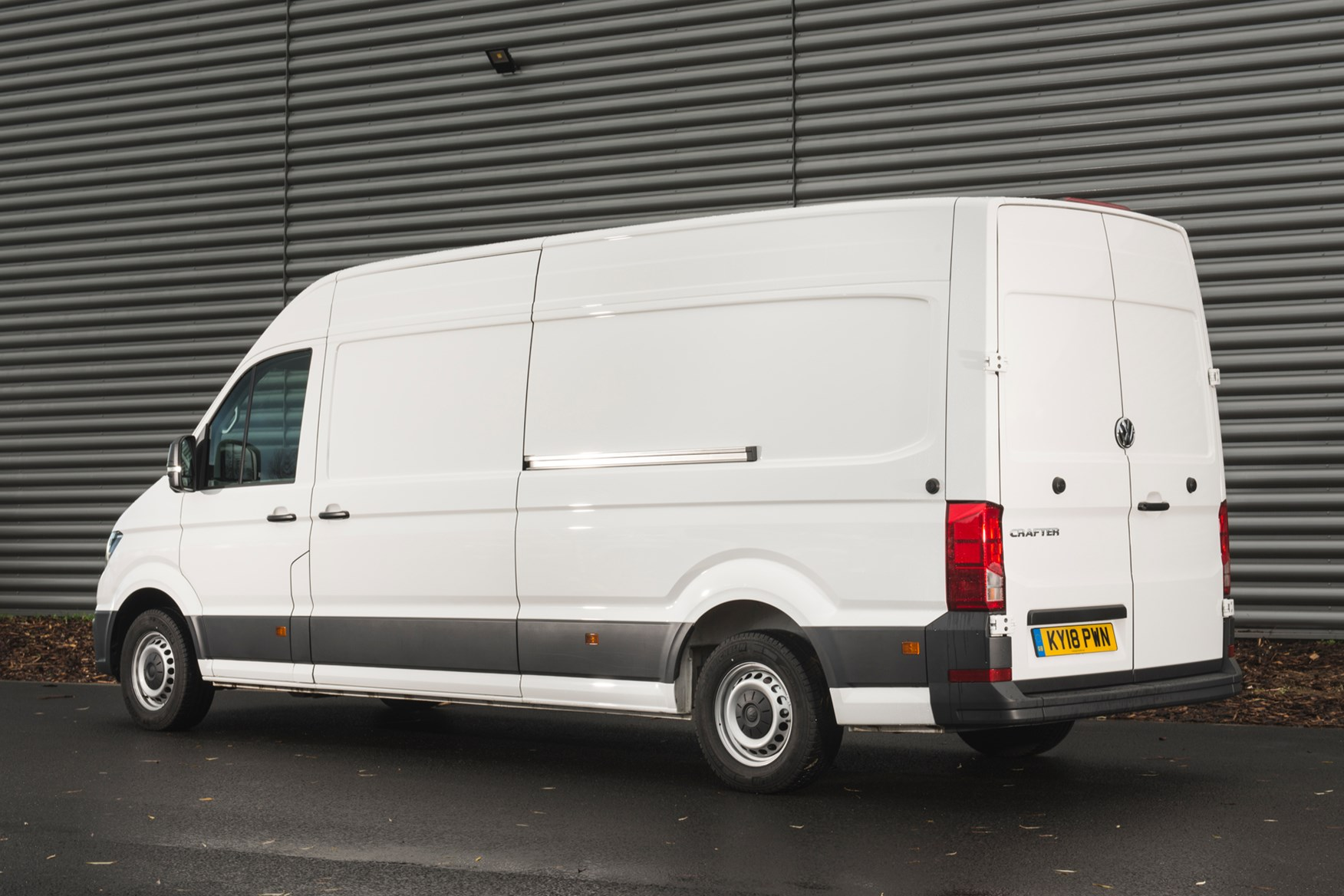 VW Crafter RWD long-wheelbase 140hp review
