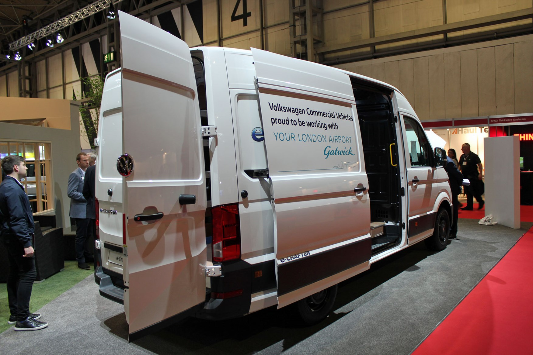 vw e crafter electric large van makes uk debut at cv show. Black Bedroom Furniture Sets. Home Design Ideas