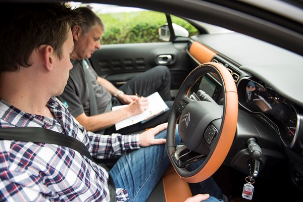 Learner drivers to be offered motorway driving lessons