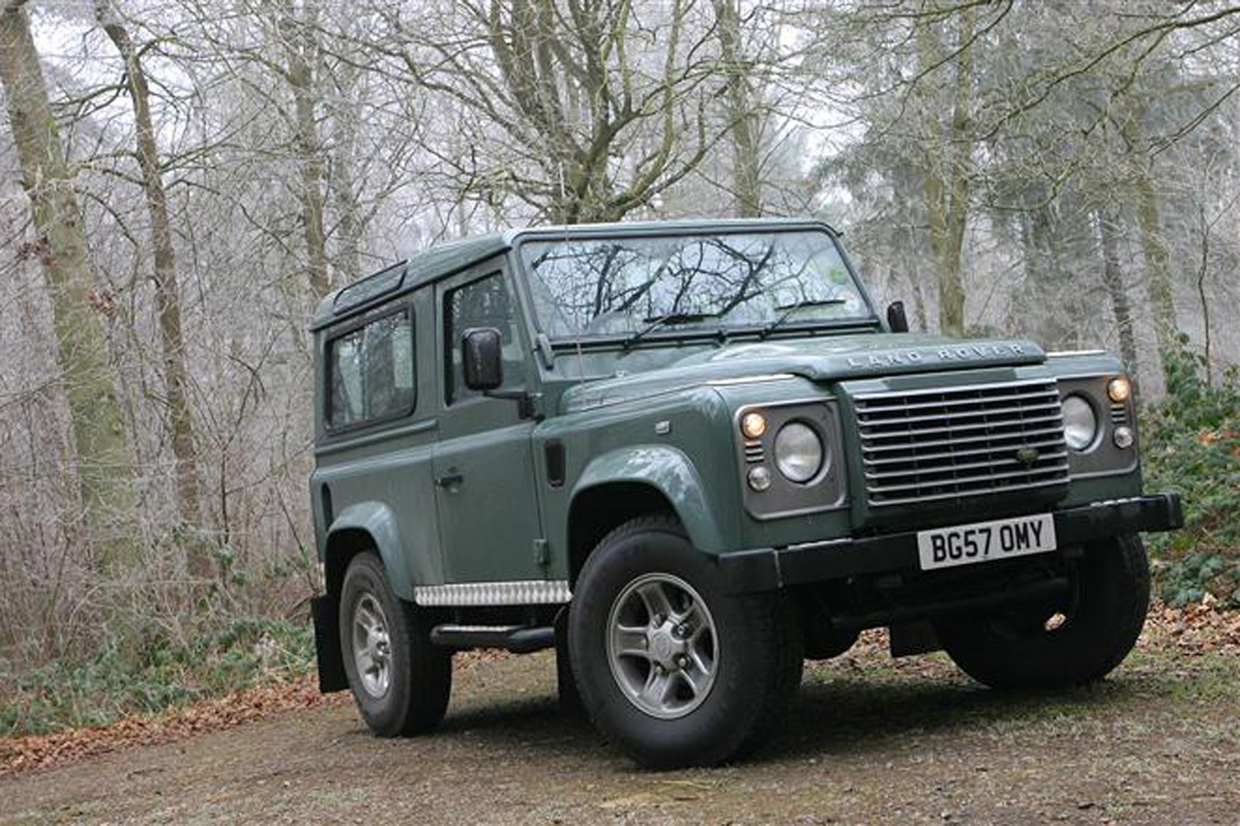Land Rover Defender 2007-2016 review on Parkers Vans - exterior